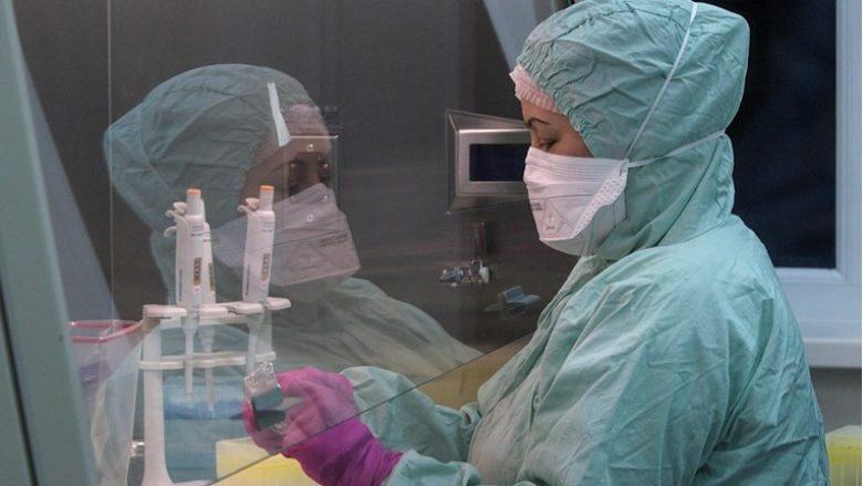 Studimi i Kolegjit të Londrës: Mutacionet nuk e lejojnë të përhapet edhe më shpejt në coronavirus