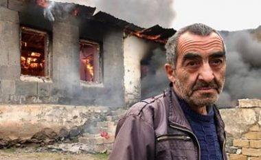 Nagorno-Karabak: Familjet armene ua vënë zjarrin, shtëpive të tyre