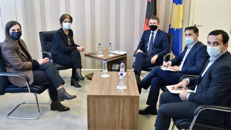 Ministria e Punës thotë se askush nuk do të mbetet pa shërbime sociale