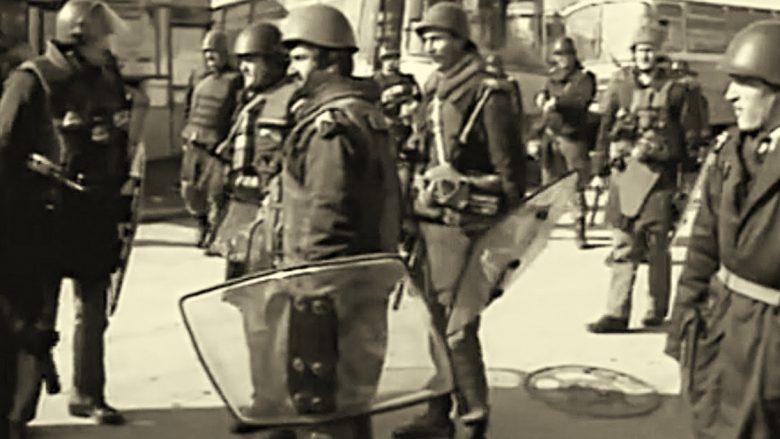 Pamje nga një demonstratë e vitit 1990 në Podujevë