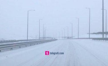 Bora vështirëson lëvizjen e automjeteve në autostradën 'Ibrahim Rugova'
