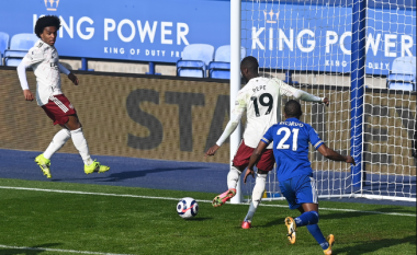 Arsenali fiton me rezultat komod si mysafir i Leicesterit