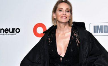 Sharon Stone rrëfen një tjetër histori interesante: Kirurgu më zmadhoi gjoksin pa dijeninë time