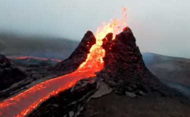 """Vullkani që shpërtheu për herë të parë në 6,000 vjet në Islandë - pamjet e jashtëzakonshme me dron të """"lumit"""" me lavë"""
