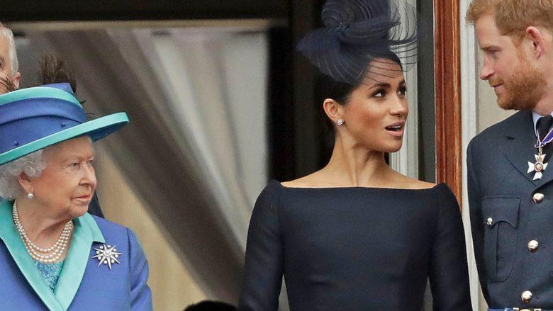 Mbretëresha Elizabeth II, Princi Harry dhe Meghan Markle (Foto: AP)