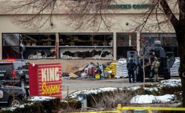 Dhjetë të vdekur, përfshirë një oficer policie – pas të shtënave me armë në një dyqan ushqimesh në Kolorado