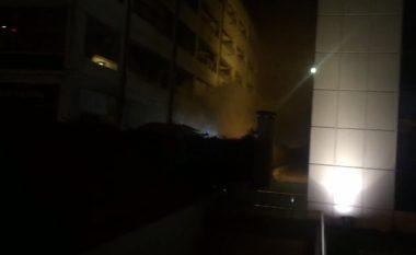 Zjarr në magazinën e nëndheshme të një qendre tregtare në Tiranë, zhduket një punonjës