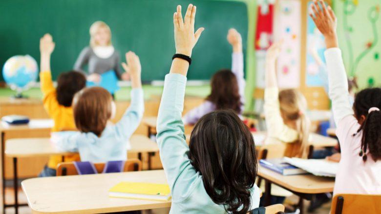 Prindër, këta fëmijë kanë gjasa të mëdha të bëhen hiperaktivë dhe të kenë probleme në shkollë