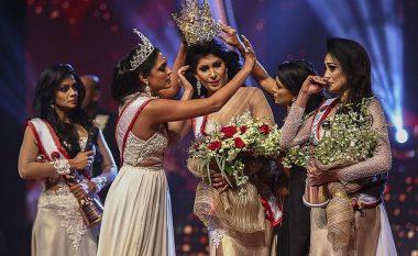 Miss Shri Lanka pëson lëndime në kokë, Miss World ia rrëmben dhunshëm kurorën – pretendonte se nuk mund ta fitojë garën se është e shkurorëzuar