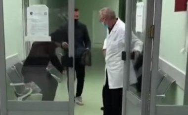 Ndalohet për 48 orë doktori i cili dyshohet se nuk i dha ndihmë të moshuarit në Podujevë