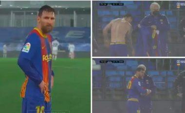 U detyrua ta ndërrojë fanellën shkaku shiut të madh, dalin pamjet se si dridhej Messi nga ftohfti në 'El Clasico'