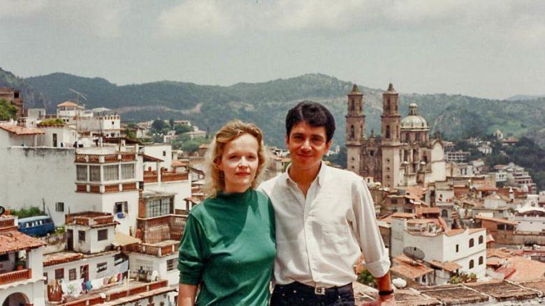Në vitin 1991 u takuan rastësisht në Aeroportin e Meksikës - historia e çiftit që sivjet festojnë 30 vjetorin e takimit të parë