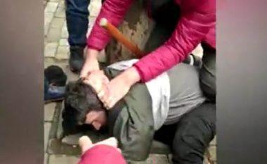 Momenti kur neutralizohet autori i plagosjes së 5 personave te xhamia në Tiranë