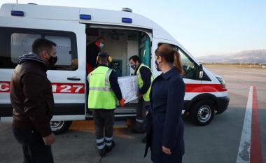 Mbërrijnë 50 mijë doza të tjera të vaksinës AstraZeneca në Shqipëri