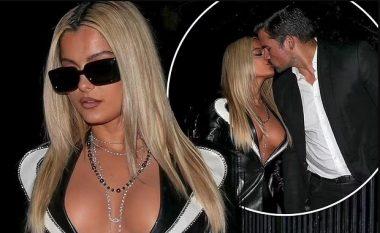 Bebe Rexha shfaqet me dekoltenë e hapur, ndërsa i jep një puthje të zjarrtë të dashurit të saj