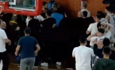 Ndërpritet ndeshja Ponte Prizreni – Peja, pejanët akuzojnë vendasit për dhunë pas pjesës së parë