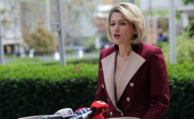 Kusari: Deputetët e PDK-së e fyen dhe shanë Gërvallën, ministri Peci u ngrit t'i dalë në mbrojtje