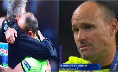 Një nga momentet e rralla: Mateu Lahoz nuk arriti t'i ndalte lotët pas finales mes Cityt e Chelseat