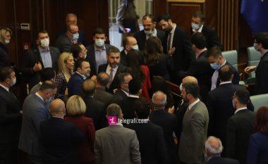 Tensionohet situata, Kuvendi shkon në pauzë