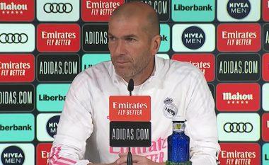 """""""Si mund t'ju them lojtarëve tani se po largohem nga Real Madridi"""" – Zidane reagon me nervozizëm kur pyetet për të ardhmen e tij"""