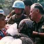 """Rrëfimi për """"gruan e varur"""", fotografia e së cilës zbuloi më së miri të vërtetën e mizorive të Ratko Mladiqit"""