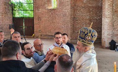 Liturgjia në kishën e ndërtuar në kampusin universitar të Prishtinës, provokim para dialogut Kosovë-Serbi
