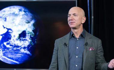 Jeff Bezos udhëton në hapësirë në muajin korrik