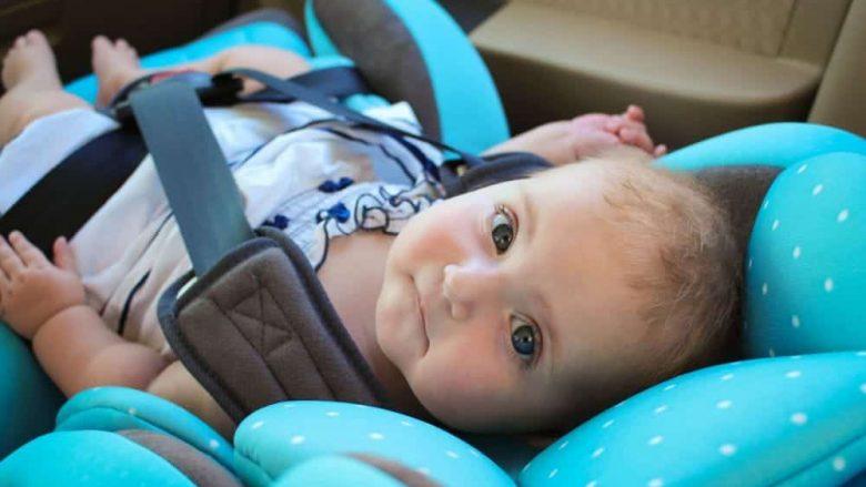 Si ta përdorni klimën në veturë nëse udhëtoni me beben: Katër këshilla të rëndësishme për prindërit