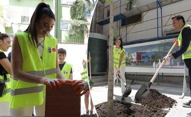 Dua Lipa në Tiranë, sheh nga afër punimet e çerdhes që po ndërtohet me kontributin e fondacionit të saj