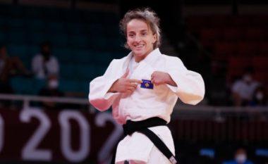 """Kosova lë gjurmë në Japoni, Distria Krasniqi fiton medaljen e artë olimpike në """"Tokio 2020"""""""