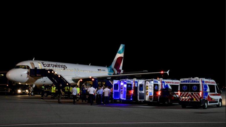 Bashkatdhetarët që i mbijetuan aksidentit në Kroaci, priten në Aeroportin e Prishtinës nga krerët e shtetit