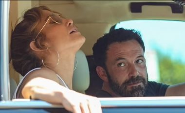 Ben Affleck nuk mund t'i mbajë sytë larg Jennifer Lopezit edhe kur ajo është e nervozuar gjatë ngecjes së tyre në trafik