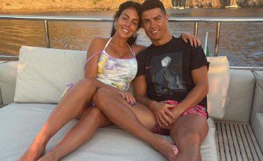 Ronaldo në momente intime me Georginan në pushime