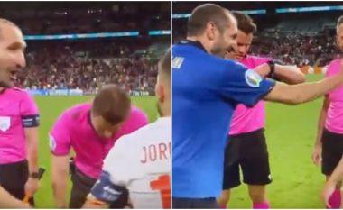 Momenti kur Chiellini e fitoi betejën psikologjike ndaj Albas në hedhjen e monedhës për gjuajtjen e penalltive
