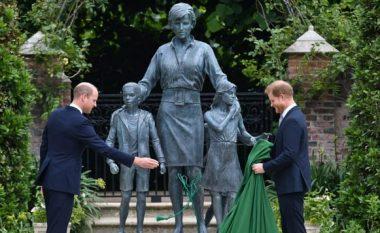 Në atë që do të kishte qenë ditëlindja e 60-të, Princi William dhe Harry zbulojnë statujën e Princeshës Diana