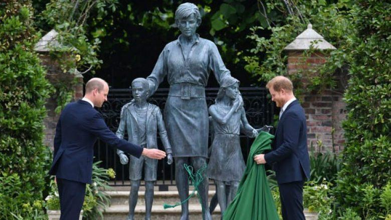 Zbulohet statuja e Princeshës Diana (Foto:  Dominic Lipinski/Pool/AP)