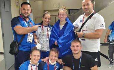 """""""Me kampionen numër tre"""" - Driton Kuka poston fotografi me ekipin e xhudos së Kosovës"""