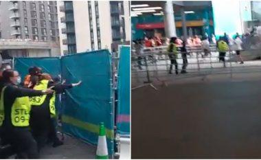 Pamje të shëmtuara par finales së Euro 2020: Tifozët e Anglisë tentojnë të futen me dhunë në Wembley