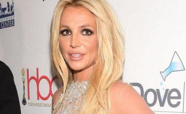 Një javë pas dorëheqjes së babait nga kujdestaria - Britney Spears akuzohet për dhunë ndaj punonjëses në shtëpinë e saj