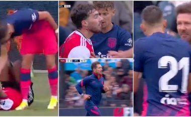 Nga një përplasje për top, shpërtheu përleshja mes Carrascos dhe lojtarit të Feyenoordit - u dashtë të ndërhynte edhe Diego Simeone