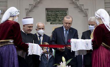 Erdogan recitoi pjesë të Kuranit si kumbar i një dasme - publikohen pamjet nga një xhami në Bosnje