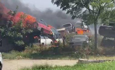 Policia jep detaje për zjarrin që përfshiu 20 vetura buzë magjistrales Gjakovë-Prizren