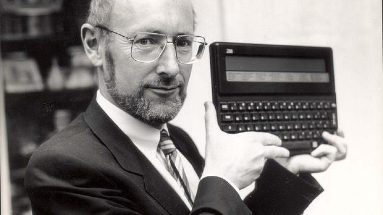 """Sir Clive Sinclair, """"shpikësi"""" i kompjuterit vdes në moshën 81-vjeçare"""