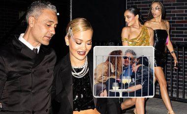 Rita Ora dhe Taika shmangën në Met Gala Tessa Thompsonin, me të cilën u fotografuan në puthjen e famshme trepalëshe