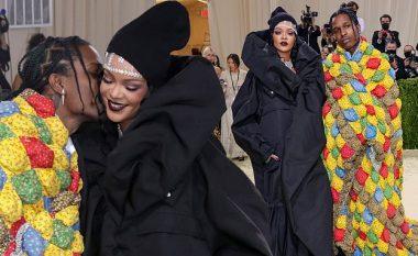 Rihanna dhe ASAP Rocky me veshje të çuditshme bëjnë debutimin si çift në tapetin e kuq të Met Gala 2021