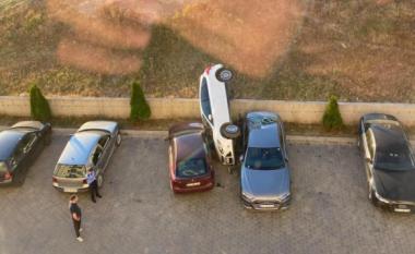 Vetura 'fluturon' mbi parking në lagjen Arbëria në Prishtinë