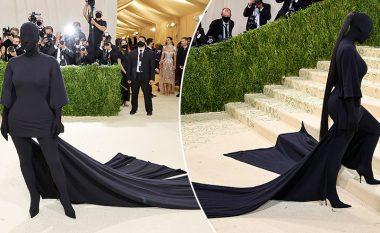 Kim Kardashian sërish 'i tmerron' njerëzit, shfaqet komplet në të zeza në Met Gala 2021