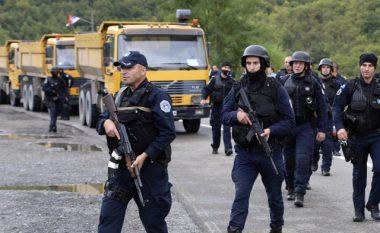 Policia e Kosovës shpërndan turmën e protestuesve në Bërnjak, po kundërshtonin zhbllokimin e rrugës